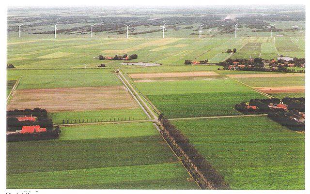foto van windmolens loodrecht erop bekeken