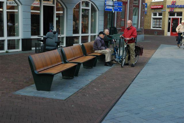 De bankjes in het straatbeeld