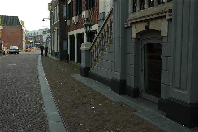 Foto van trottoir als tussenruimte in straatbeeld