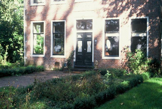 foto van de voortuin bij Rusthoven