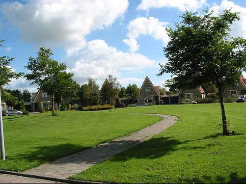 foto van wandelpad door de wijk Avenhorn