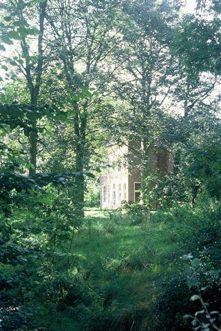 foto van het huis vanaf een singel